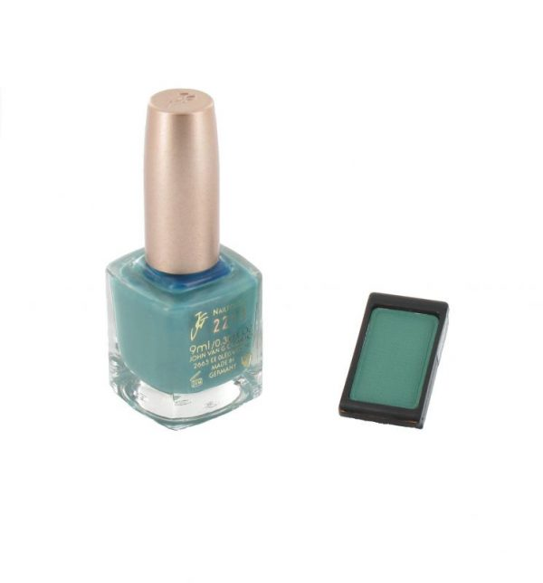 Nagellak 221 en oogschaduw 490 color participation Groen